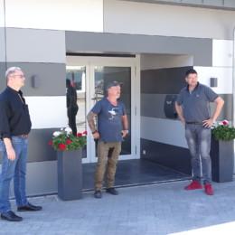 Markus Stahlmann, Dirk Heitmüller u. Henry Reemts vor dem Eingang